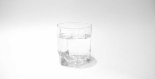 vaso de agua pura